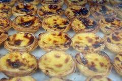 Pasteis de Nata - tarta portuguesa típica del huevo Fotos de archivo
