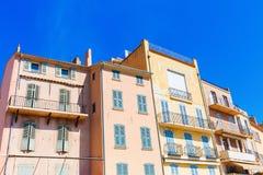 Pastel-colored houses in Saint Tropez Stock Photos