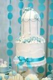 Pastel de bodas de dos historias fotografía de archivo