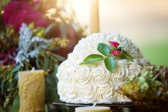 Pastel de bodas del buttercream de la vainilla Imágenes de archivo libres de regalías