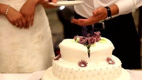 pastel de bodas del corte almacen de metraje de vídeo