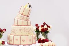 Pastel de bodas delicioso en blanco, nata y rosa foto de archivo libre de regalías