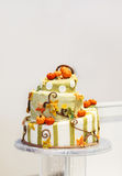 Pastel de bodas hermoso en naranja y nata, con la calabaza Fotos de archivo