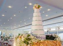 Pastel de bodas para la ceremonia de boda Imágenes de archivo libres de regalías