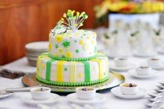 Pastel de bodas rayado Fotografía de archivo