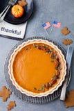 Pastel de calabaza, agrio con la opinión superior de la bandera americana Fotografía de archivo libre de regalías