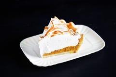 Pastel de calabaza con el merengue, obra clásica americana, acción de gracias Fotos de archivo
