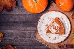 Pastel de calabaza hecho en casa para la acción de gracias Foto de archivo libre de regalías