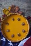 Pastel de calabaza hecho en casa para la acción de gracias preparada Mofa del diseño para arriba Imagenes de archivo