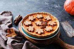 Pastel de calabaza para el menú de la cena de la acción de gracias Foto de archivo libre de regalías