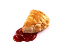 Pastel de Cornualles con la salsa de tomate roja fotografía de archivo libre de regalías