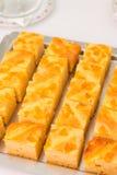 Pastel de queso con el melocotón. Fotos de archivo