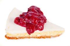 Pastel de queso con la salsa de la cereza fotos de archivo