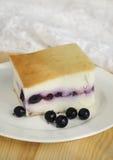Pastel de queso con las bayas Imagenes de archivo