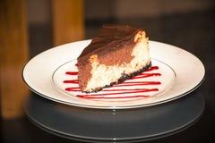 Pastel de queso de la frambuesa del chocolate Fotos de archivo libres de regalías