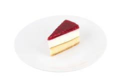 Pastel de queso de la fresa en el fondo blanco aislado Fotos de archivo libres de regalías