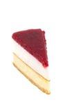 Pastel de queso de la fresa en el fondo blanco aislado Imagenes de archivo