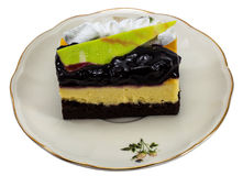 Pastel de queso del arándano aislado en el fondo blanco Fotos de archivo libres de regalías