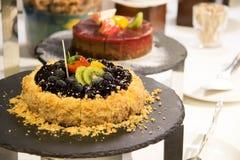 Pastel de queso del arándano con la fruta imagen de archivo libre de regalías