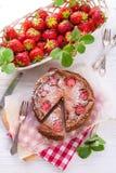 Pastel de queso del chocolate con la fresa Fotos de archivo