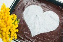 Pastel de queso del corazón del chocolate Imagenes de archivo