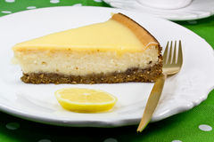 Pastel de queso del limón Imágenes de archivo libres de regalías
