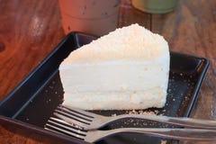 Pastel de queso del primer en la placa negra Imagen de archivo libre de regalías