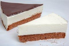 Pastel de queso, diversas clases de helado y postre Imagen de archivo