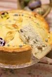 Pastel de queso dulce rumano tradicional para Pascua Imágenes de archivo libres de regalías