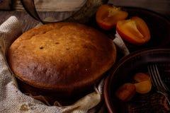 Pastel de queso hecho en casa con la fruta fotos de archivo libres de regalías
