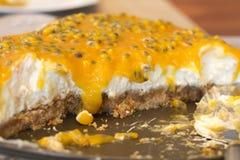 Pastel de queso lemony con el passionfruit Fotografía de archivo libre de regalías