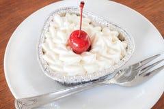 Pastel de queso rojo del terciopelo foto de archivo libre de regalías