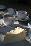 Pastel de queso y café Fotografía de archivo