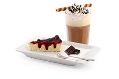 Pastel de queso y café helado Fotografía de archivo