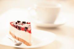 Pastel de queso y té Foto de archivo libre de regalías
