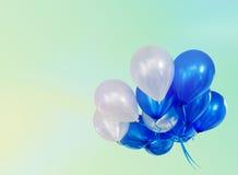 Pastel efectuado en los globos que flotan con el espacio de la copia imagenes de archivo