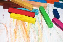 Pastel multicolore Rayonnes de ¡ de Ð sur un fond blanc photos libres de droits