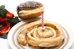 Pastelaria com vela do aniversário Imagem de Stock