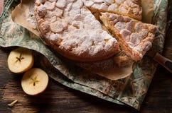 Pastelaria da torta com maçãs e pudim de baunilha Imagens de Stock