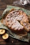 Pastelaria da torta com maçãs e pudim de baunilha Imagens de Stock Royalty Free
