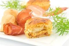 Pastelaria de sopro enchida com bacon e queijo fumado imagens de stock royalty free