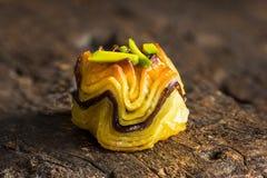 Pastelaria do Oriente Médio com porcas de pistache fotografia de stock