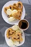 Pastelaria Heart-shaped com sementes de sésamo Fotos de Stock