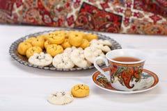 Pastelarias dadas forma redondas da cookie do grão-de-bico dos doces iranianos tradicionais fotos de stock royalty free