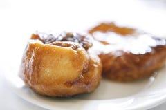 Pastelarias deliciosas em uma placa branca - 01 fotografia de stock