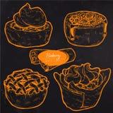 Pastelarias doces, bolo tradicional, galdéria e torta com fruto e enchimento da baga fotografia de stock