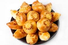 Pastelarias frescas macias, bolos para primeiros cursos ou ao chá na placa o Imagem de Stock