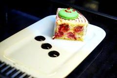 Pastelarias turcas orientais com creme e fruto Imagens de Stock Royalty Free