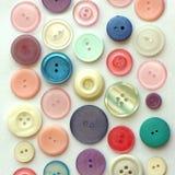 Pastele Barwiący roczników guziki na Białym tle fotografia stock