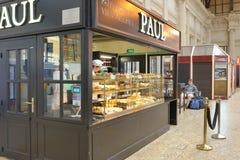Pastelería PAUL en la estación de tren de Burdeos Imagen de archivo libre de regalías